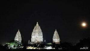 Prambanan Night by @alth34 300x172