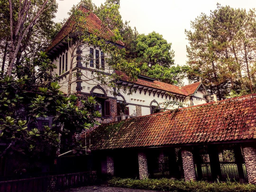 Ullen Sentalu Yogyakarta by @dynichiro