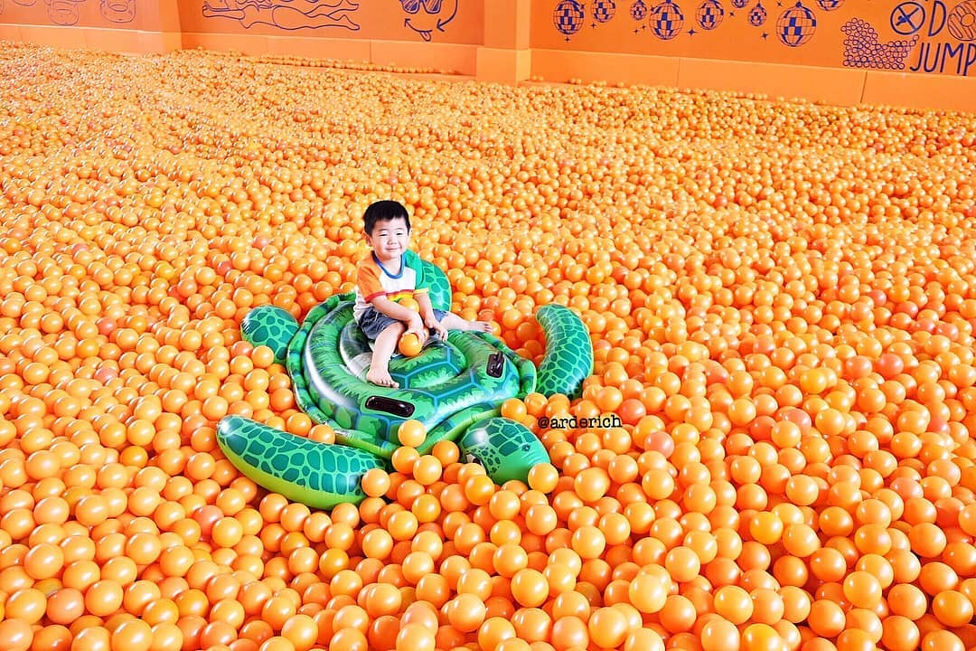 Wisata Selfie Centrum Million Balls